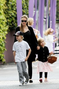 Angelina+Jolie+takes+two+children+pottery+G3MdUobLhXMl